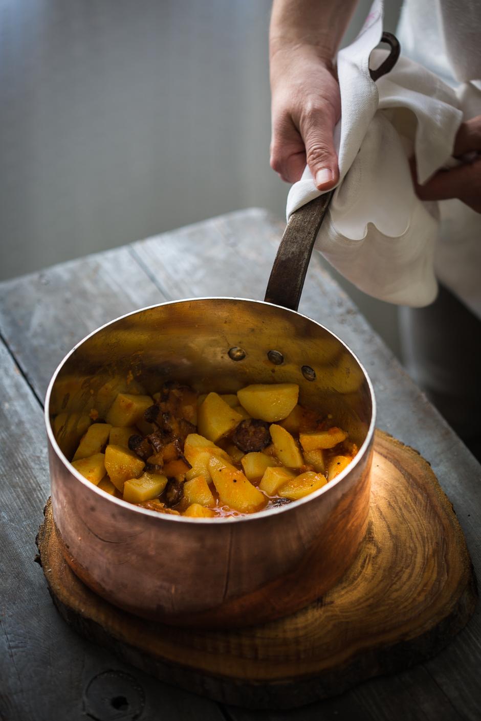paprikás krumpli az Emlékek Íze konyhájából